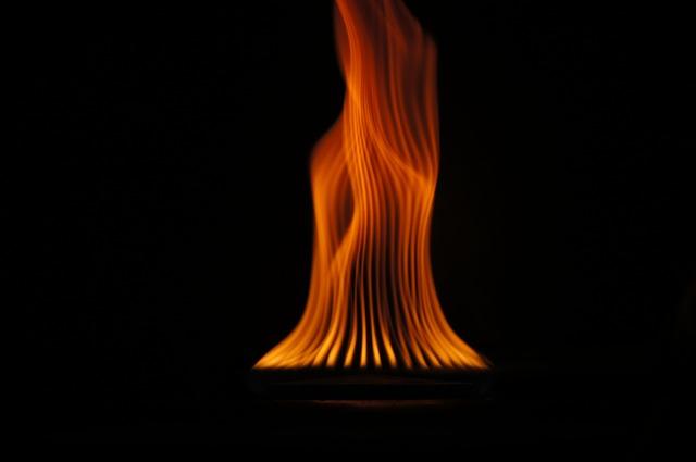 flame-1115030_640